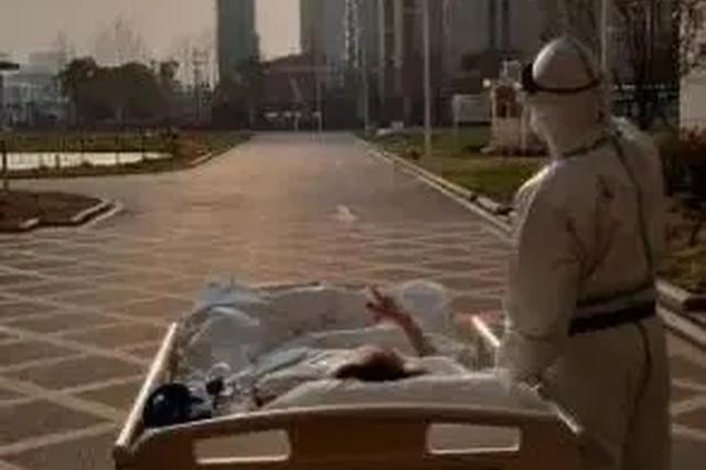 看落日的老爷爷病情好转 康复后想给医护人员拉小提琴