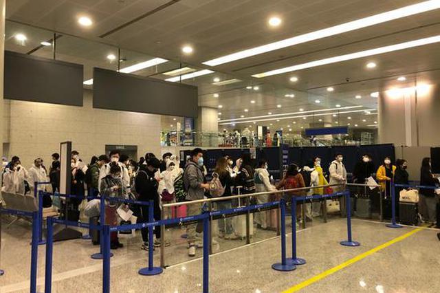 直击浦东机场:24小时不间断严防死守入境旅客说很安心