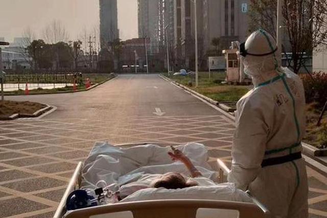 沪援鄂陪你看日落医疗队回家 87岁老先生拉小提琴送别
