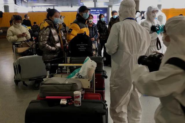 浦东机场工作人员24小时驻守 严格又不失温度迎接旅客