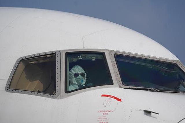 张文宏:坐飞机被气溶胶感染风险极低 要防隔壁邻居