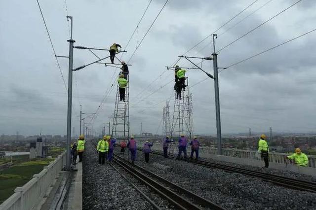 沪通铁路建设有序推进 南通至安亭段计划明日接触网送电