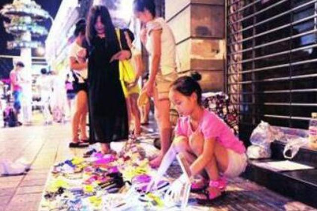 上海支持特色小店外摆摊经营 实施轻微免罚制度