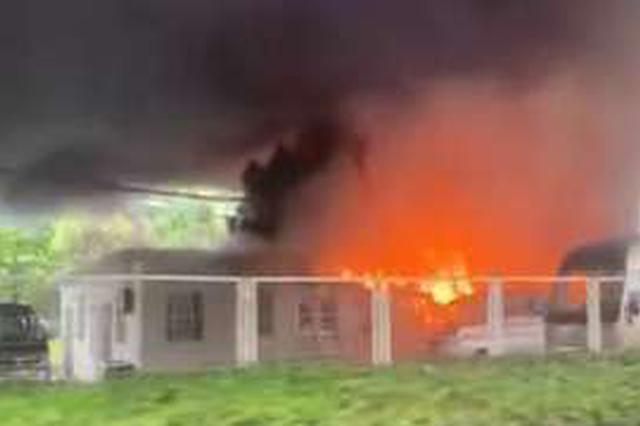 锦江乐园附近发生火灾浓烟数里外可见 暂无人员伤亡