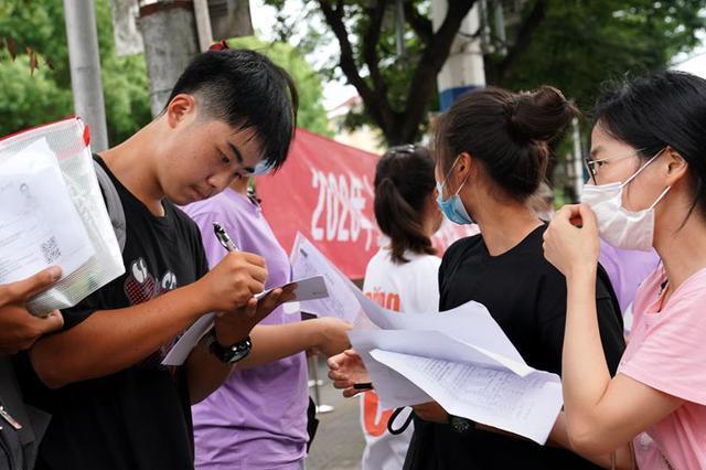 上海中考英语数学卷贴近生活 致敬逆行者关注黄金周