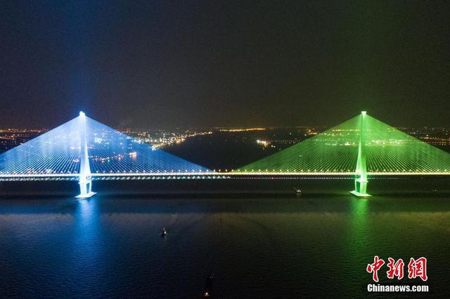 沪苏通长江公铁大桥开通运行 专家称创多项世界纪录