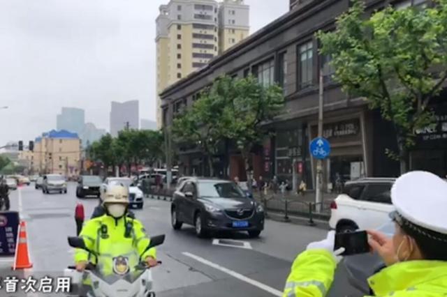 上海浦东一考点四位考生上演人在囧途 交警护送至考点