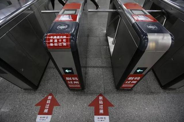 40岁男子在上海地铁用包掩护右手猥亵女子 被行政拘留