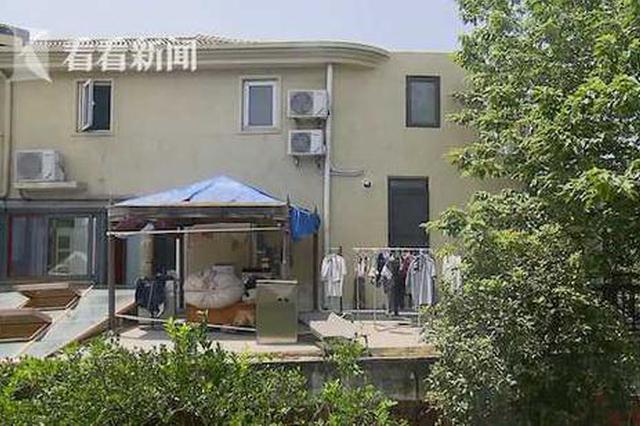 松江别墅夸张违建:五台洗衣机轰鸣并且侵占马路绿化