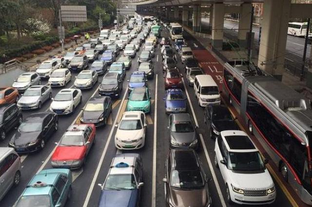 上海交通大整治迈入第四年 交通类110警情同比降近3成