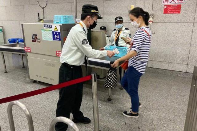 上海进地铁必须规范戴口罩 提醒后拒不改者民警将处置