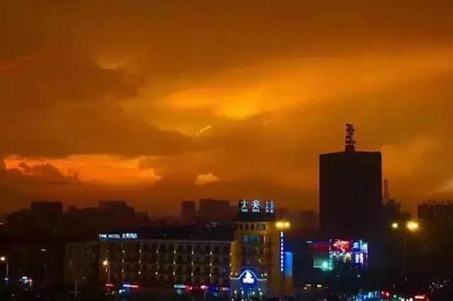 今年最强雷雨昨突袭申城 发布首个雷电橙色预警4000次闪电