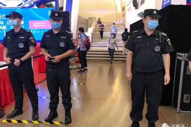 上海书展日场17点结束 观众离场后进行一小时清洁消毒