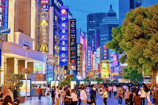南京路步行街3家大型商业综合体联合营销 共用一张券