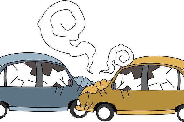 平阳路一小区门口发生交通事故 一辆轿车翻车四轮朝天