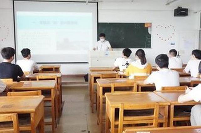 上海大中小学同上战疫思政课 思政教育升级