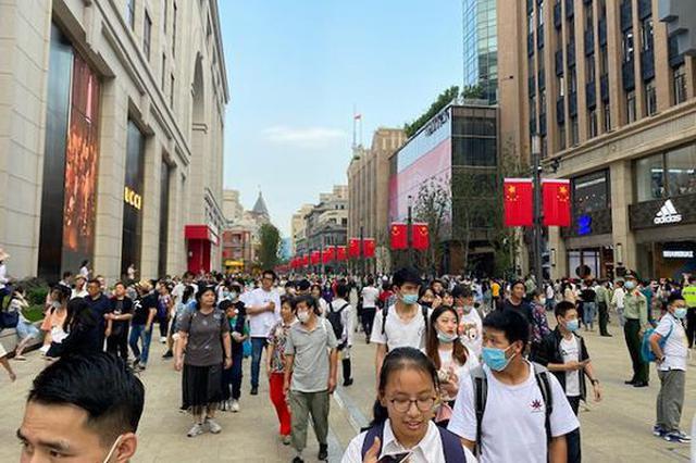 南京路步行街长假热度节节高 带动周边马路共享客流
