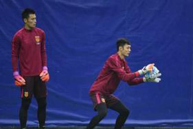 中国男足在沪备战世预赛 中超间隙低强度集训