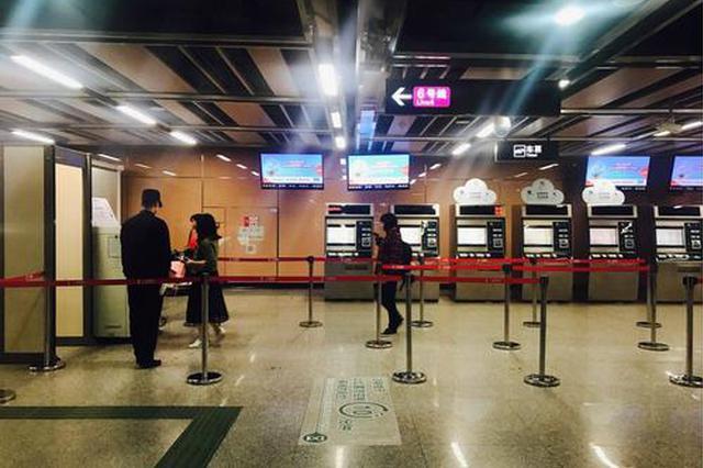 男子来沪探亲却在地铁站内晕倒 轨交人及时救助