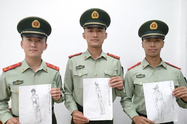 老人为上海豫园执勤武警画速写画 展现他们良好形象
