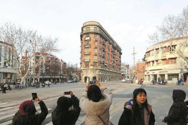 上海网红建筑武康大楼假期人从众 市民:以前拍楼今天拍人