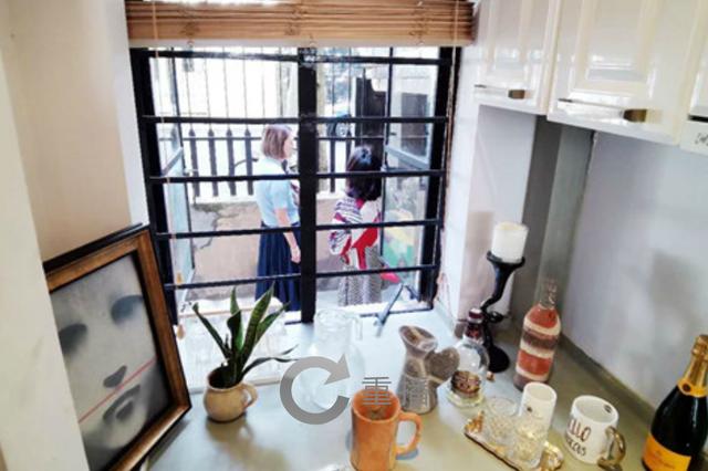 上海一公寓房变身艺术展 艺术融入宅空间