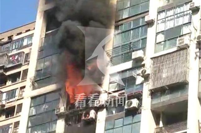浦东一高层住宅出租房起火 无人员伤亡