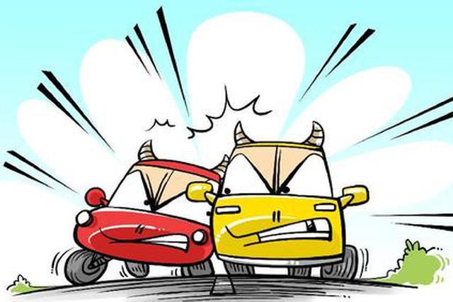 早高峰龙耀路隧道两司机开斗气车 一轿车撞上隧道水泥墙