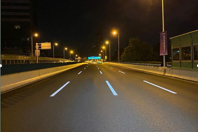 上海道路标线用上新材料:白天白夜间亮 行车安全有保障