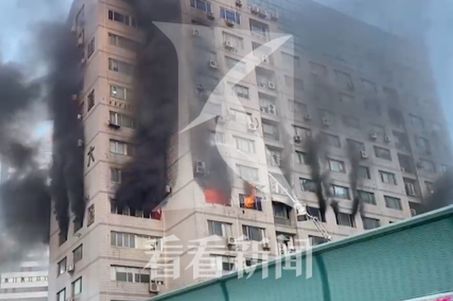 上海虹口区明道大厦起火黑烟冲天 暂无人员伤亡