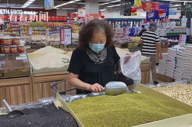 永辉超市大米生虫不及时下架 消费者:素的变荤的