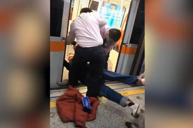 上海地铁7号线遇男子横躺列车门口 经查患有精神疾病