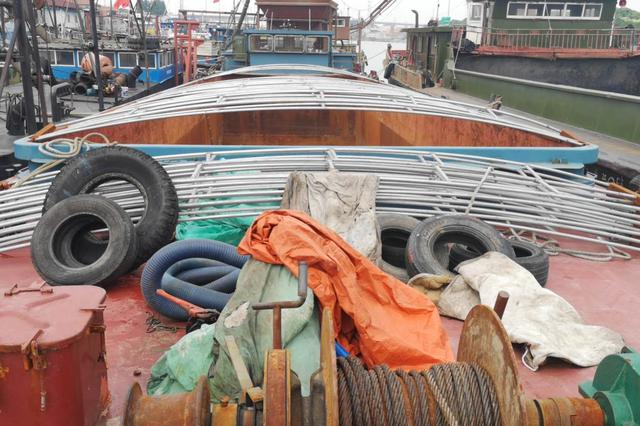 船主走私180吨柴油长江上遭黑吃黑 上海警方破案中案