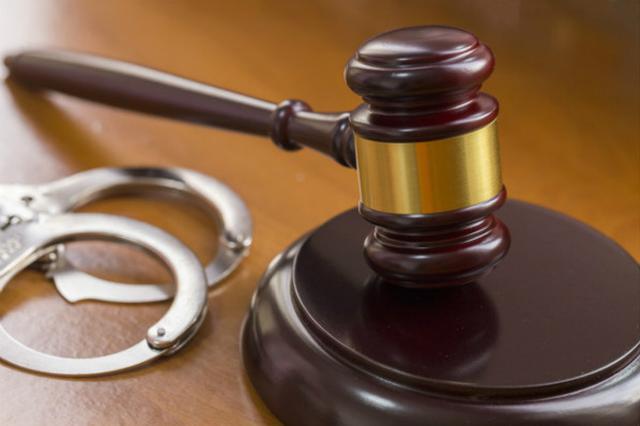 醉酒男电瓶车被撞倒怒砸私家车反光镜 被判拘役五个月