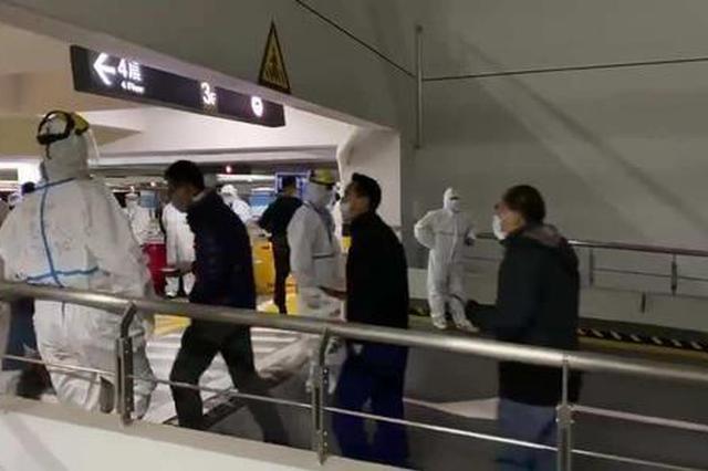 上海机场对一线高风险作业人员定期核检 应急接种疫苗