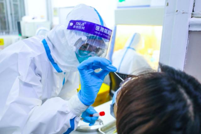 上海21日确诊病例的相关筛查人员15073人 核检均为阴性