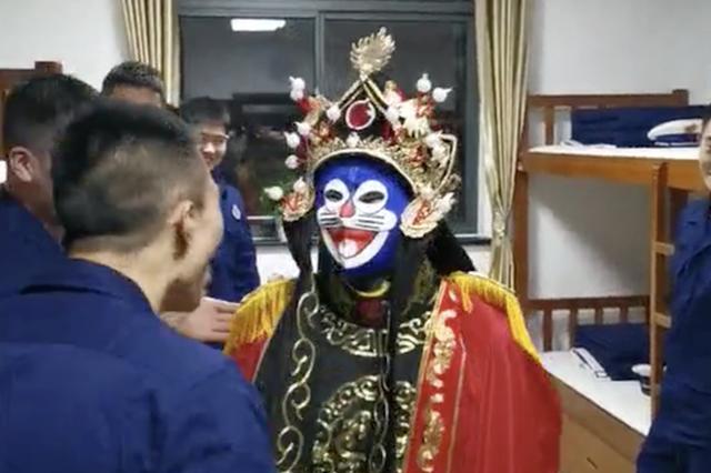上海一消防员5分钟变14张脸惊呆室友:我是四川人 学过