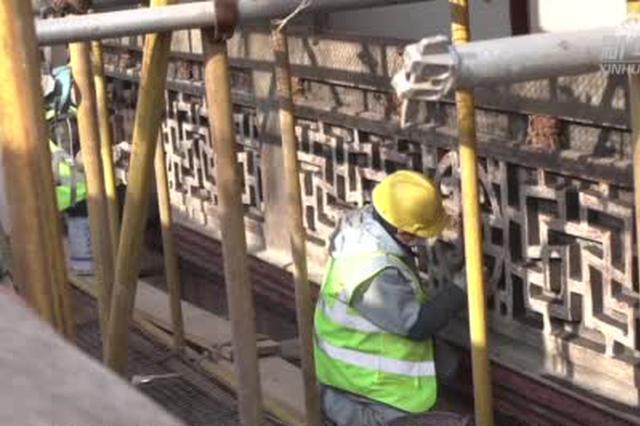 中共一大会址施工现场见闻:十道工序修复雕花板