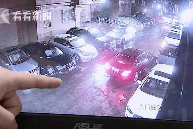 窃贼随机拉门盗车内财物 却意外顺手牵了辆豪车