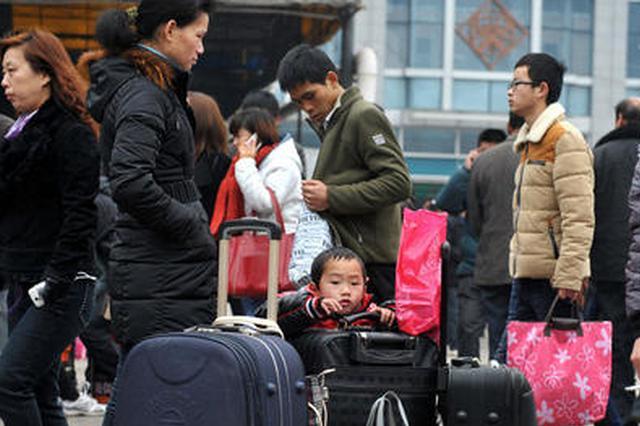 各长途客运站提前进入春运模式 在外务工人员提前返乡
