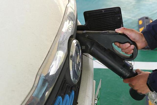 上海加快新能源车电池回收 已建成364个暂存性服务网点