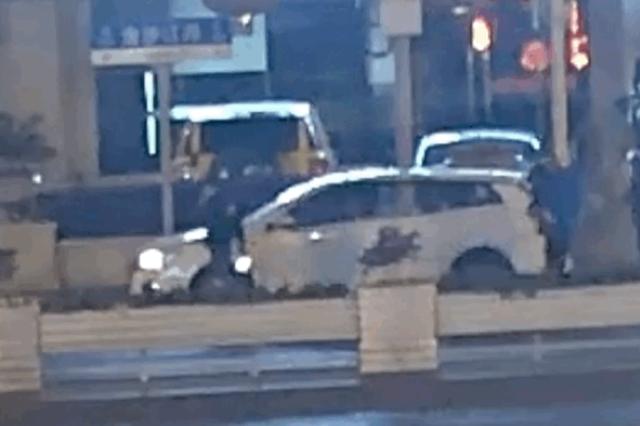 醉酒乘客嫌网约车司机开车太慢 司机赌气教唆乘客驾车