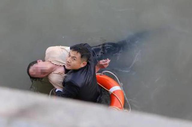 女子外滩亲水平台跳江轻生 武警果断下水5分钟成功救援