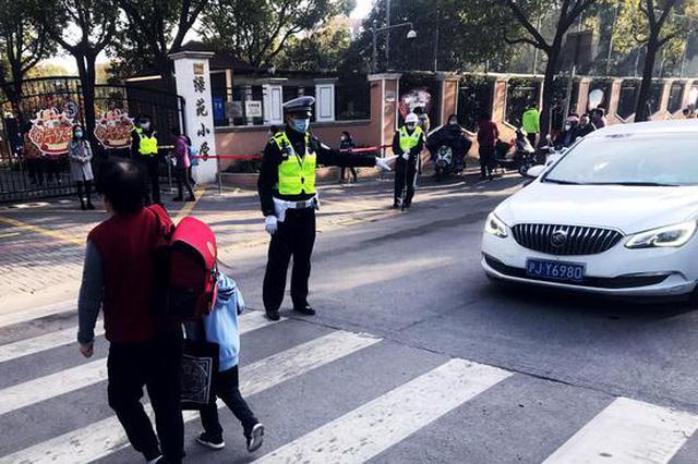 上海开学首日:公安公交齐发力 让学生走得更安全更畅通