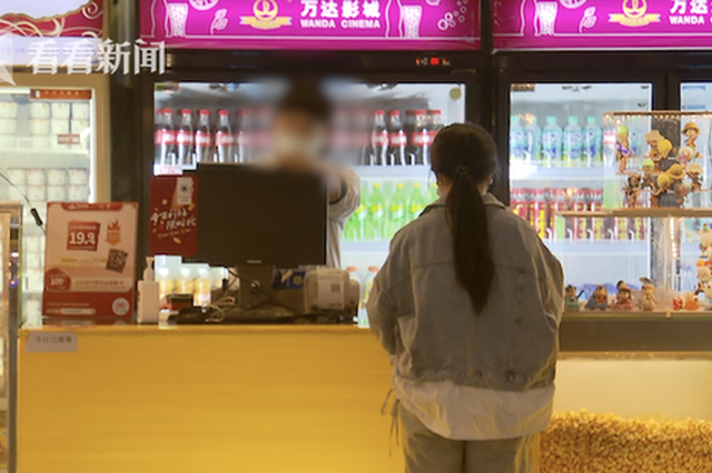影院开售食品却不准带入内 售卖员暗示可带进去试试看