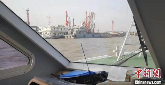 上海海警局连续查获两起海洋非法倾倒案件