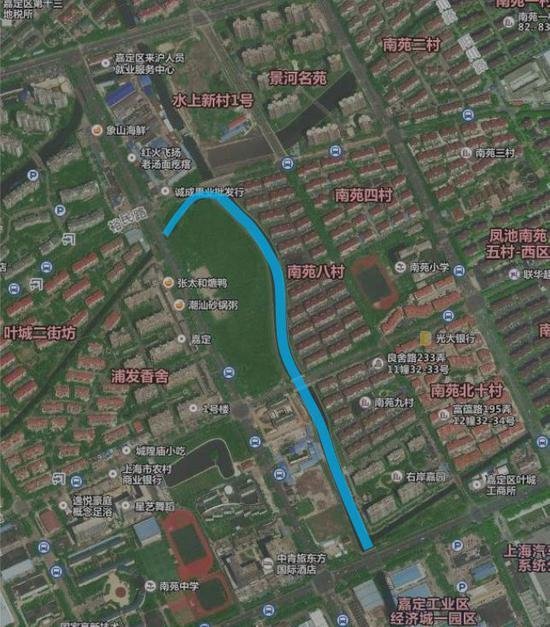 蓝线为临河步道区域