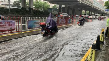 早高峰上海暴雨 部分路段积水严重