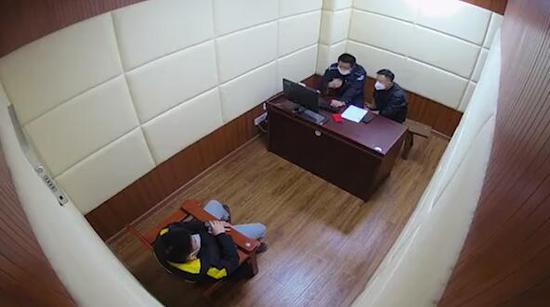 图说:嫌疑人交代,他们假借贷款优惠政策,骗取被害人保证金。浦东警方供图