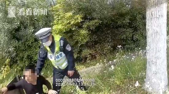 男子逆行遇交警几次三番逃跑 经调查共涉5项违法行为